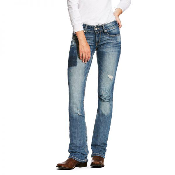 jeans western femme Ariat bootcut couleur bleu clair porté par une femme vue de face