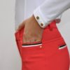 Pantalon Le Sabotier modèle Paloma couleur rouge vue de profil