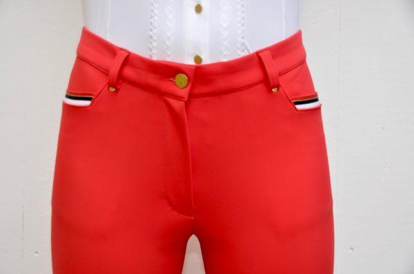 Pantalon Le Sabotier modèle Paloma couleur rouge vue de face